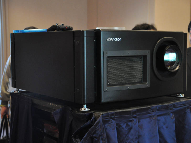 4Kプロジェクタの「DLA-HD100STU」