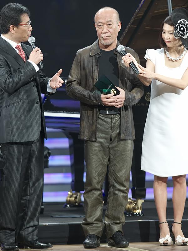 久石譲さんは、「崖の上のポニョ」でサウンドトラック・アルバム・オブ・ザ・イヤー、「Piano Stories Best 88-08」でインストゥルメンタル・アルバム・オブ・ザ・イヤーを受賞