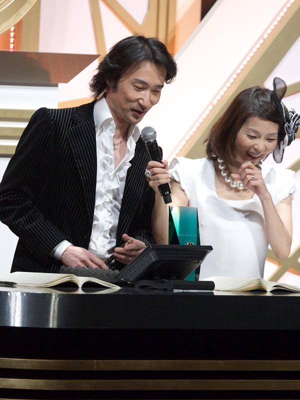 東儀秀樹さんは、純邦楽・アルバム・オブ・ザ・イヤーを「Every Little Life~生きとし生けるものへ~ 」で受賞