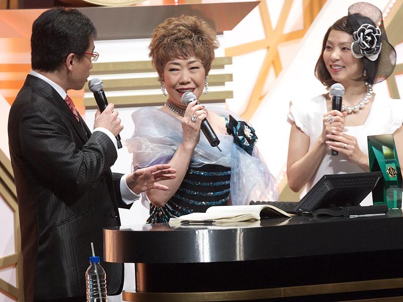 秋元順子さんは、ザ・ベスト・演歌/歌謡曲・アーティスト特別賞を受賞