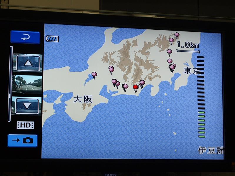 GPSはディスプレイ部の裏に入っている。地図機能を使い、「撮影済みの映像がどこで撮られたか」を手がかりに、映像を探すことができる