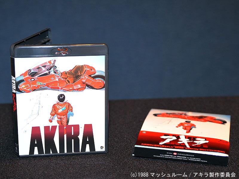 "<p align=""center""><small>Blu-ray版「AKIRA」</small>"