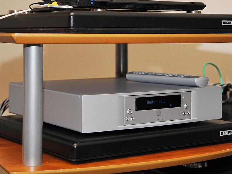 サーバーパソコンのSSDから、LANケーブルを用いてLINNのMAJIK DSに伝送。プレーヤーとして使用する