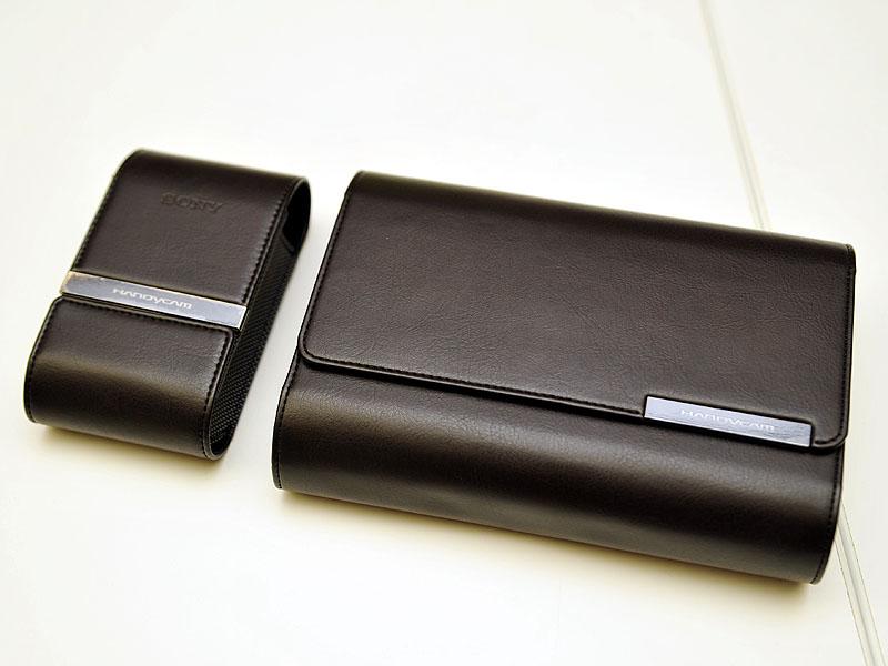 左がソフトキャリングケース「LCS-TGB」、右がオーガナイザーケース「LCS-STA」