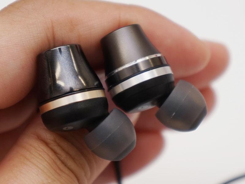 左がCKR100、右がCKR90。写真だとわかりにくいが、ノズルの根本付近のハウジングがCKR90の方がやや小さい