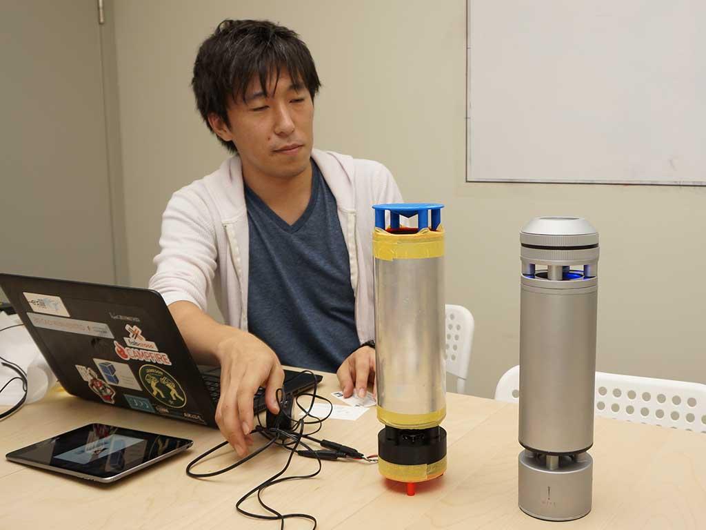 インタビューの席上で柴田氏がおもむろに取り出したのは、Hintのもう1つの試作機。テープで留めている部分もあり、その荒々しさが一般ユーザーにはむしろ新鮮かも?