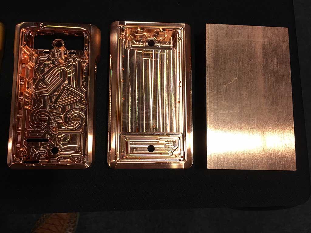 無酸素銅の削り出しだけに、「NW-WM1Z」は超重量級