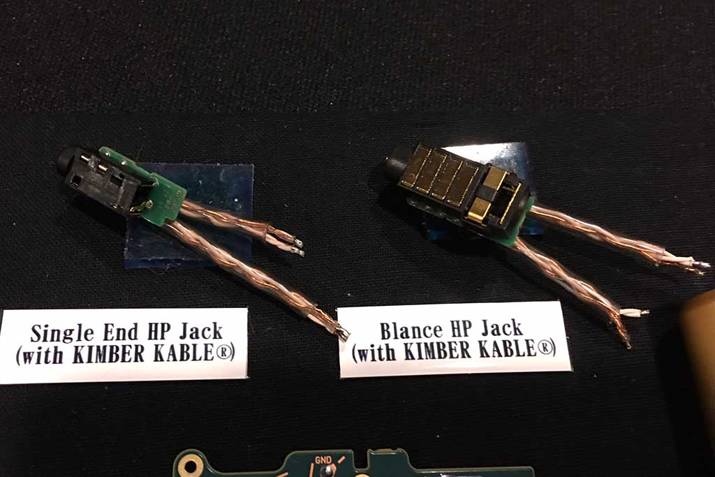 WM1Zはヘッドフォンジャックの内部配線もキンバーケーブル製