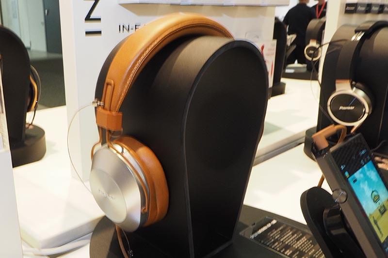 有線接続時はハイレゾ対応のヘッドフォン「SE-MS7BT」