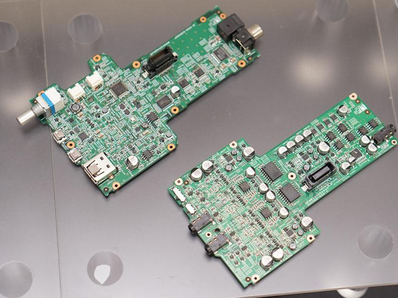 左がデジタル、右がアナログ基板