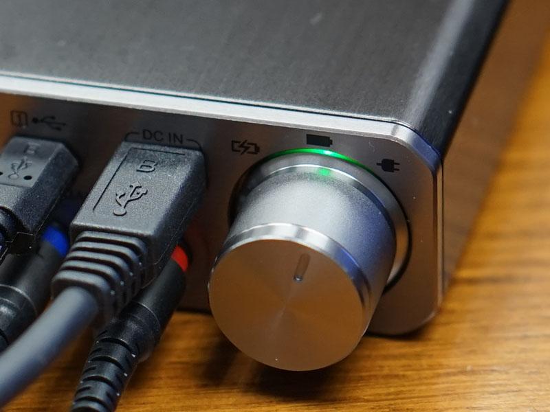 通常のバッテリ利用時はインジケーターが緑