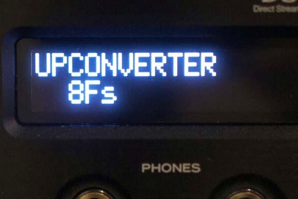 同じくアップコンバーターの切り換え画面。こちらは「8Fs」(元のサンプリング周波数の8倍に変換)を選んだ状態。リモコンでダイレクトに切り換えることもできる