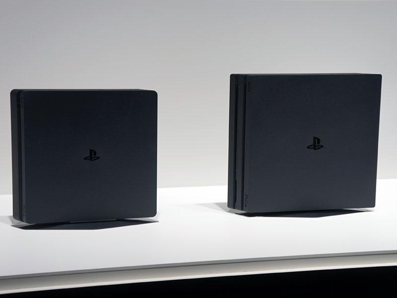 右がPS4 Pro、左が新型PS4