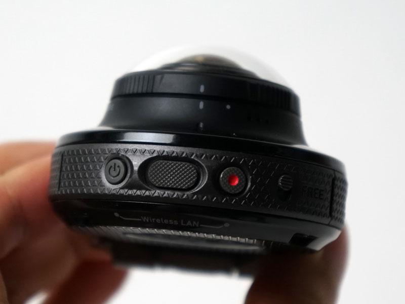 カメラ部にもシャッターボタンがある