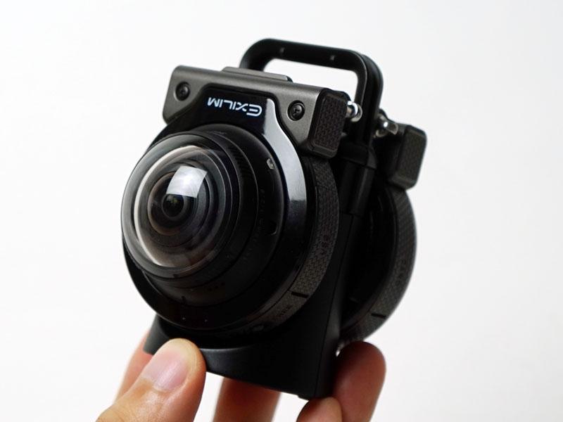 カメラを2台マウントして全天球撮影ができる