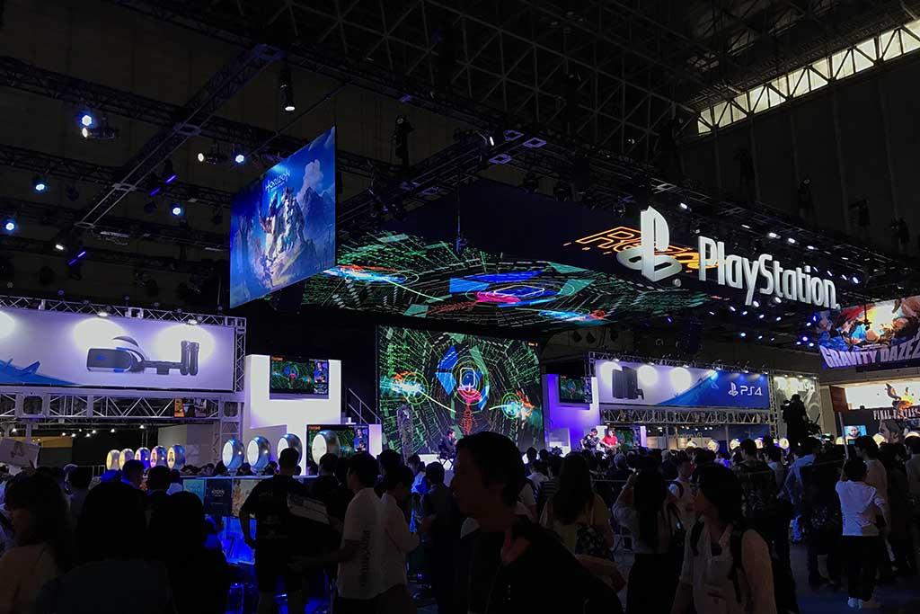 東京ゲームショウのSIEブース。PS4向けタイトルを中心に、多くの試遊展示が行なわれている