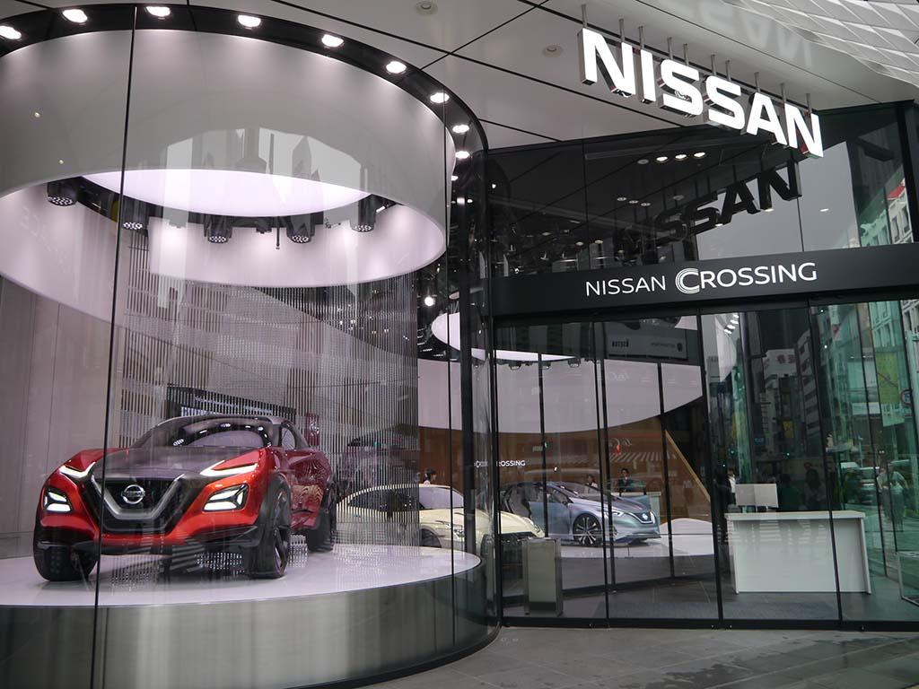 1階、2階は、日産自動車の「NISSAN CROSSING」。正面にはCRIPZを展示