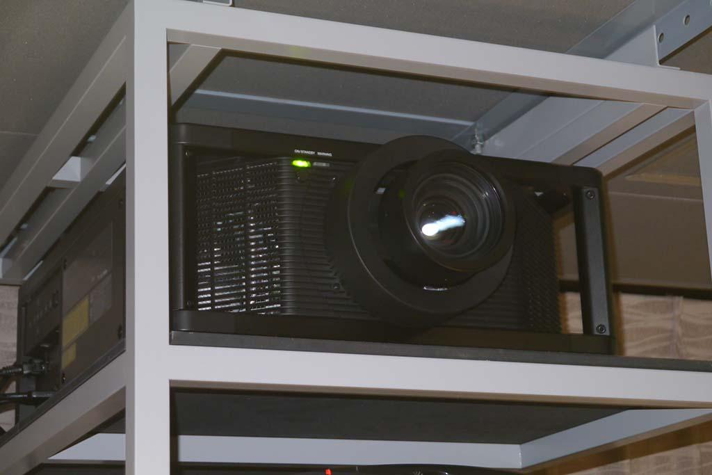 4Kビデオプロジェクター「VPL-VW5000」も設置