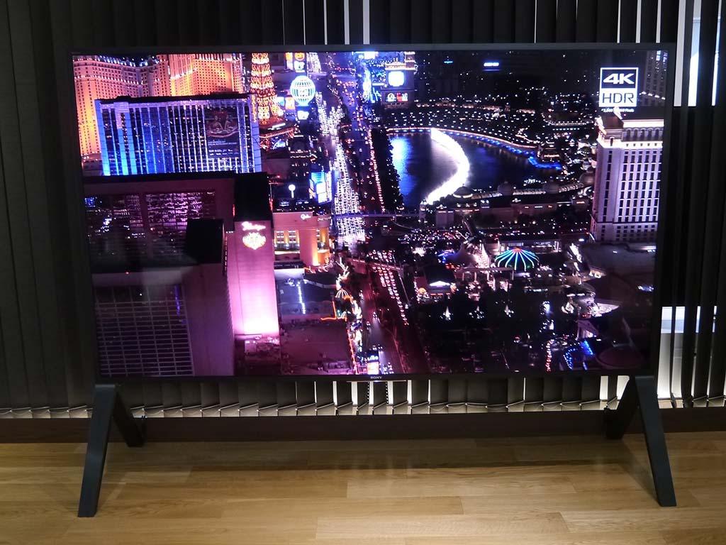 100型4K液晶テレビ「KJ-100Z9D」は、銀座だけの展示
