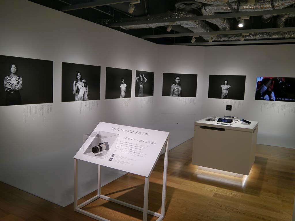 二階堂ふみさんをモデルに、写真家の鈴木心氏が撮影した写真を展示する「二階堂ふみ×鈴木心写真館」を開催