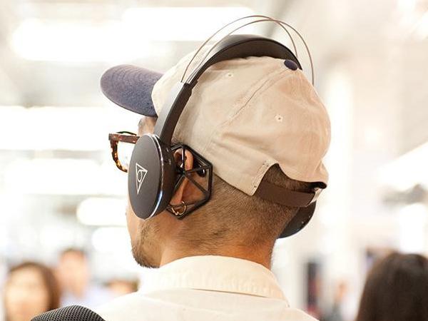 エアーフレームでオープンエア風に聴けるBluetoothヘッドフォン「VIE SHAIR」