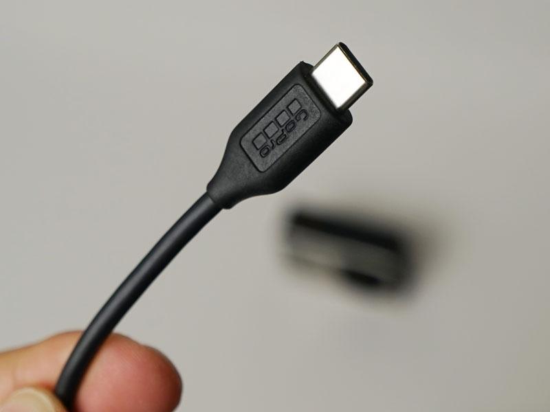 充電はUSB-Cケーブルを使用