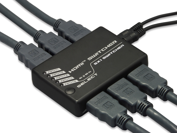 HDMIケーブルとACアダプタを接続したところ