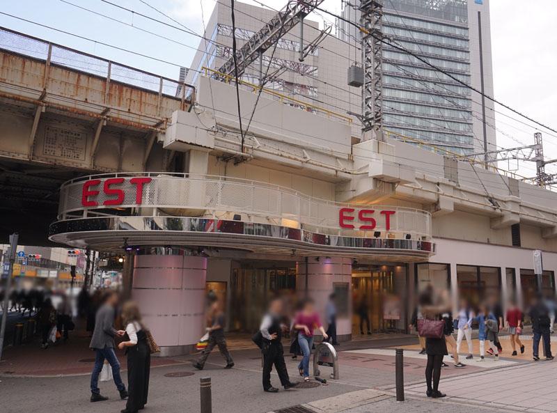 梅田ESTの入り口