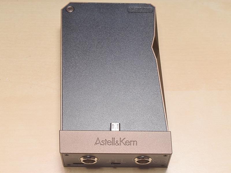 AK RecorderとAK380のmicroUSB端子を最初に接続