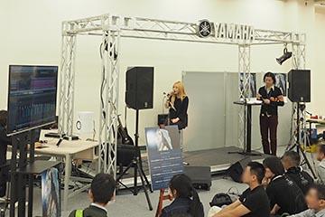 アーティスト・ななみさんらを招いたステージイベントを行なっていた、ヤマハブース