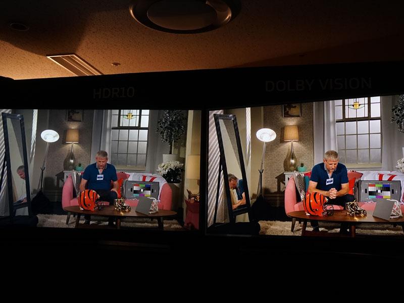 HDR表示の比較。左がHLG10、右がDolby Vision。鮮やかさやライト周りの描写に違いがある