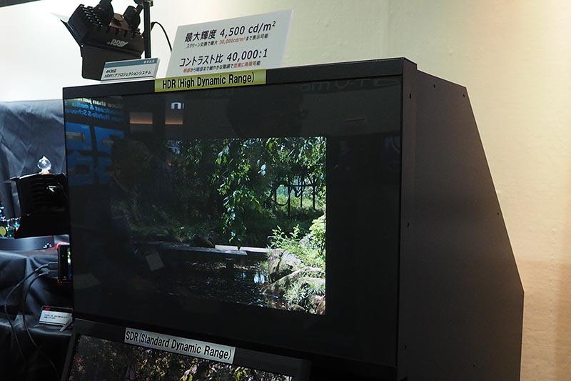 HDR対応リアプロジェクションディスプレイも参考展示された