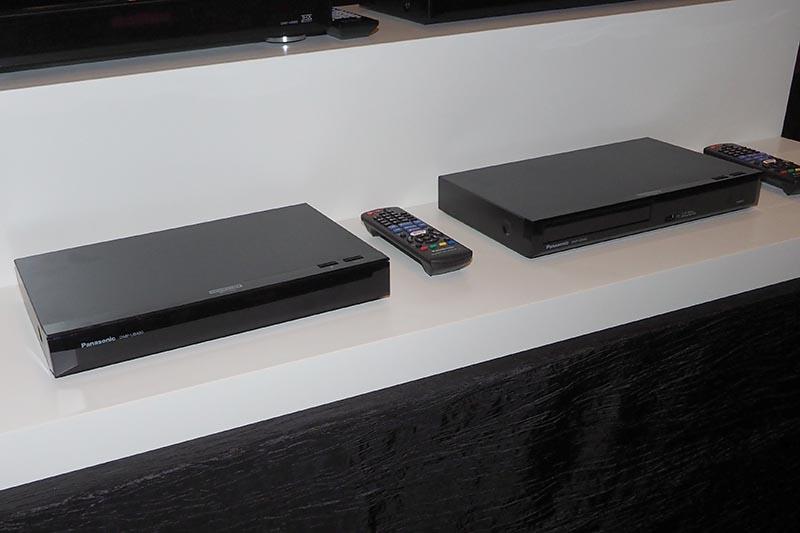 左がDMP-UB400、右がDMP-UB300