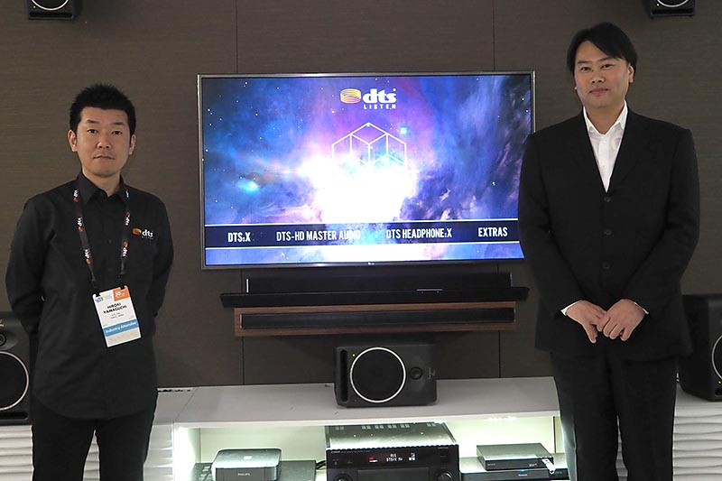 DTS Japanの黒川剣代表(右)と、山口博紀シニア・アプリケーション・エンジニア(左)が説明