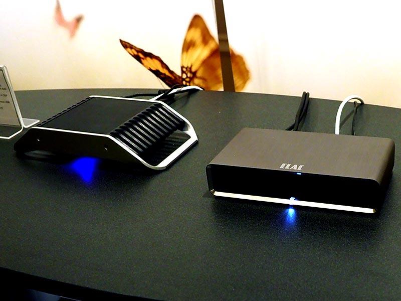 右が現行の「DS-S101-G」、左が「Discovery Q Roon Music Server」のプロトタイプ
