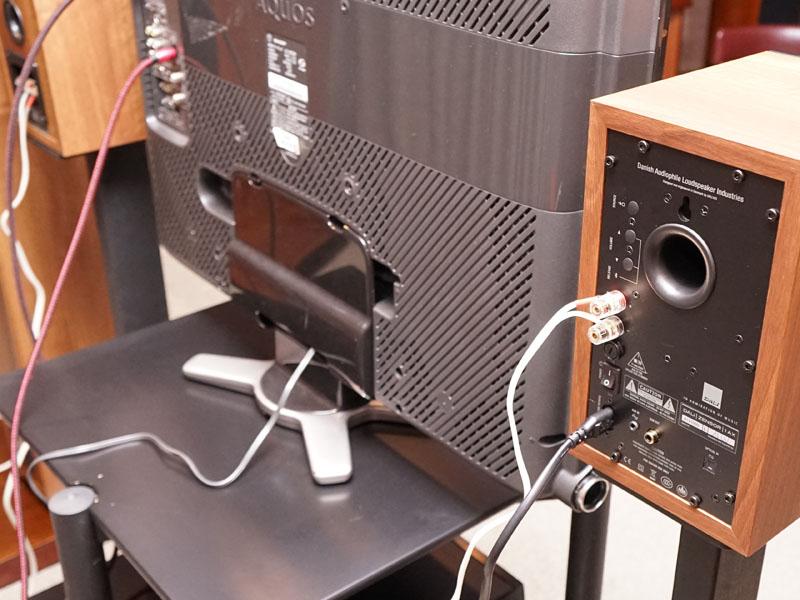左チャンネルの内蔵アンプで、右チャンネルをドライブする