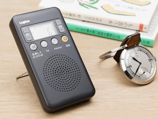 ワンセグ音声やワイドFMも受信できるポータブルFM/AMラジオ「LRT-1SA01P」。使用イメージ