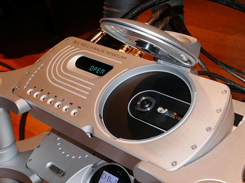 Blu MkIIのCDドライブ。フィリップス「Philips CD Pro 2」と同一設計で、シャーシはCHORDが独自設計した