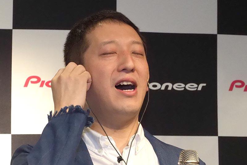 サバンナの高橋茂雄さんがRAYZの音やスマート機能を体験