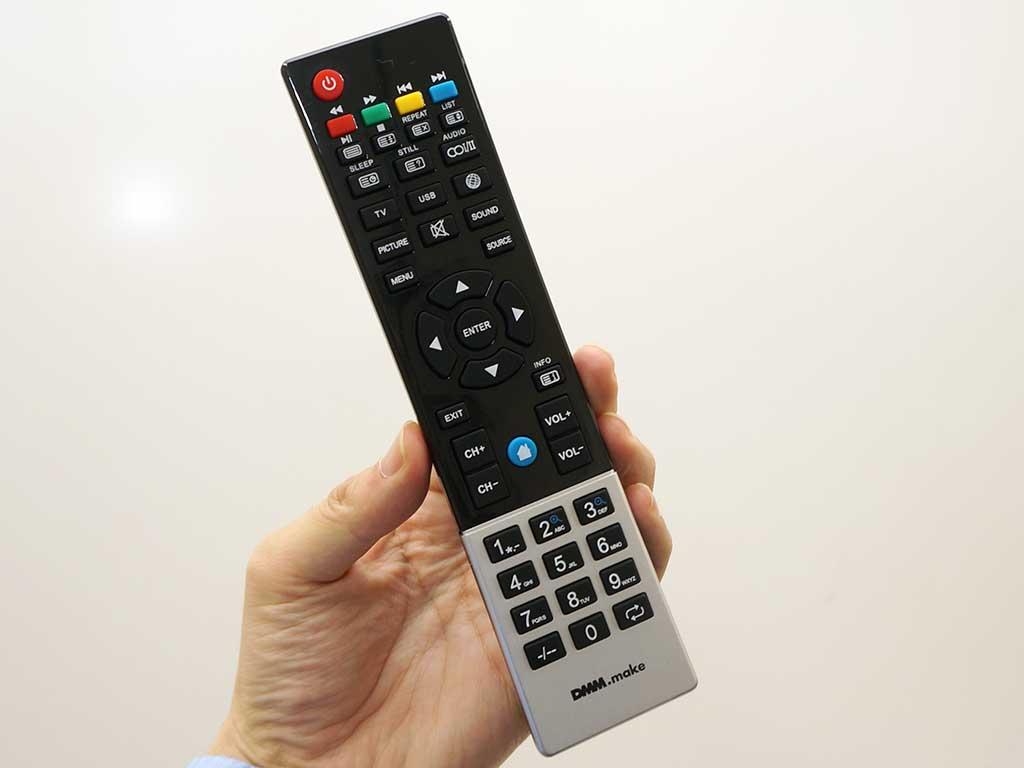 テレビ用リモコンを流用。押しても反応しないボタンも多い。