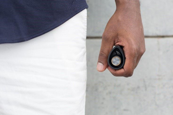 バッテリを内蔵したケースも同梱。最大7回の充電ができる