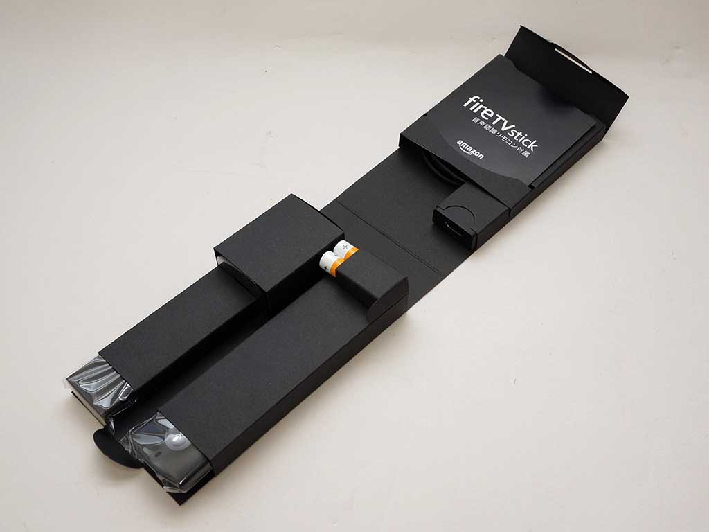ACアダプタや延長HDMIケーブルなどが付属