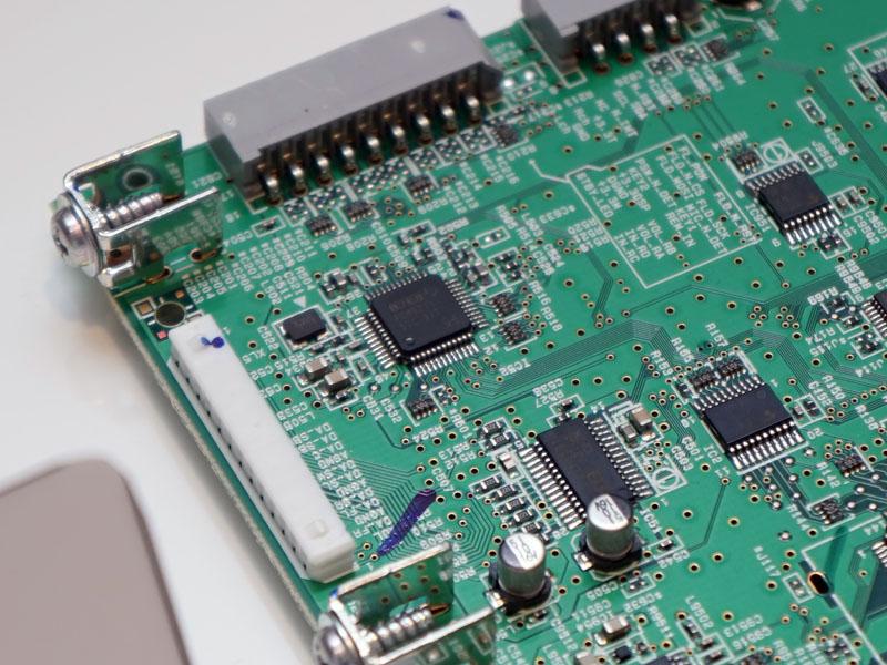 V581のデジタル基板上にあるDAC。8ch用「PCM1681」×1基
