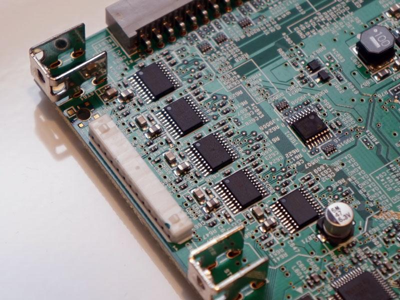 V583のデジタル基板上にあるDAC。2ch用の「PCM5101A」×5基構成になった