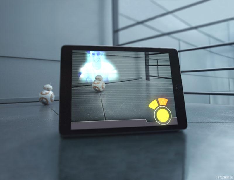 タブレットなどの画面内で仮想ホログラムとして映し出す機能も