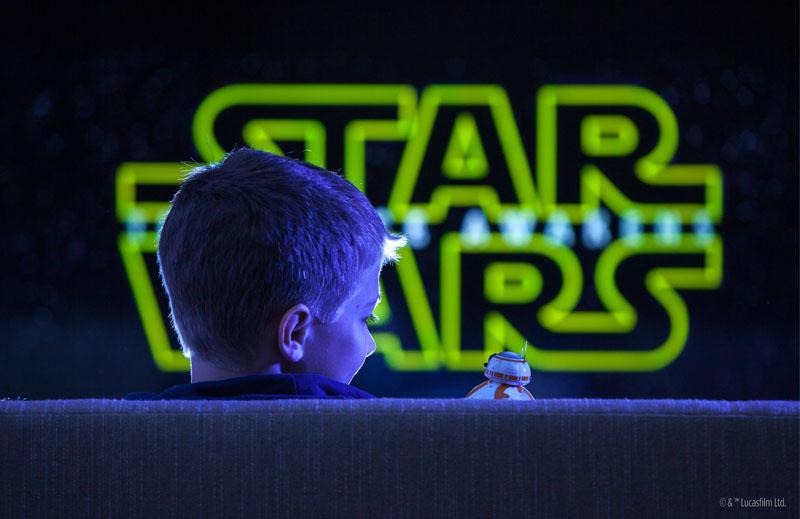 BB-8と一緒に映画を見ている気分が味わえる