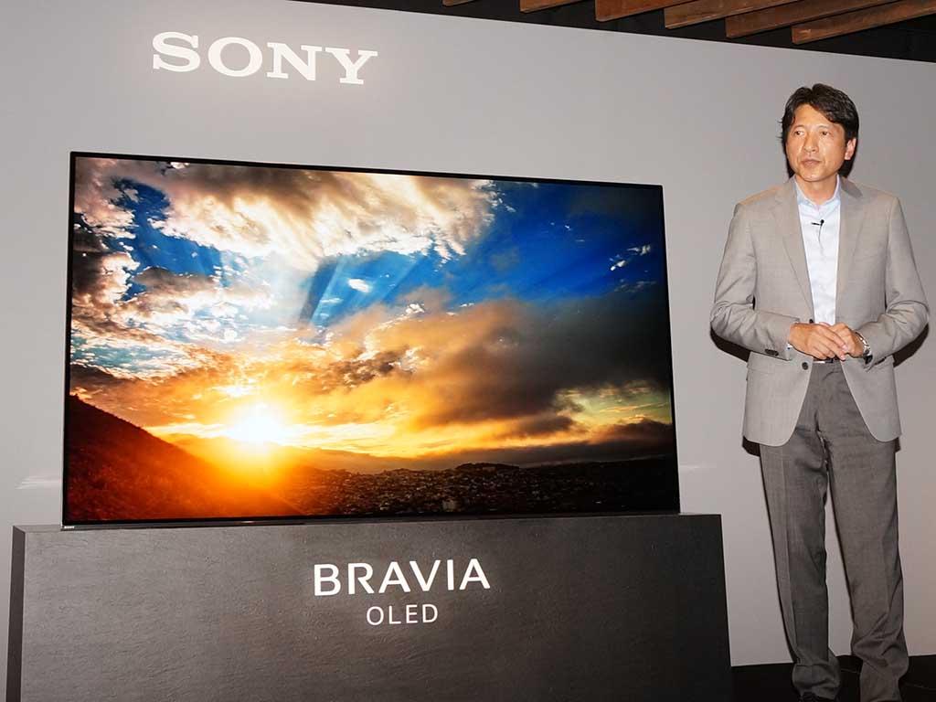 BRAVIA A1シリーズを披露するソニーマーケティング 河野弘社長
