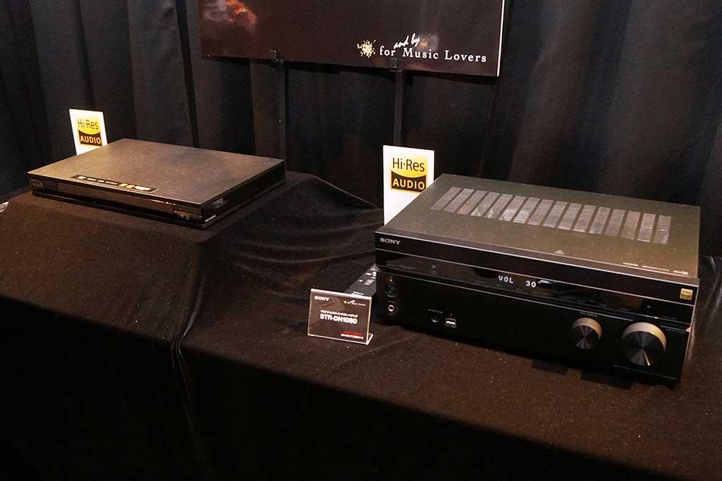 「UBP-X800」(左)、「STR-DN1080」(右)