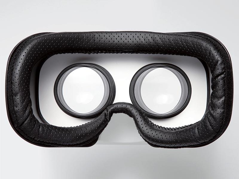 メガネを着用したままでも着けられる幅広設計