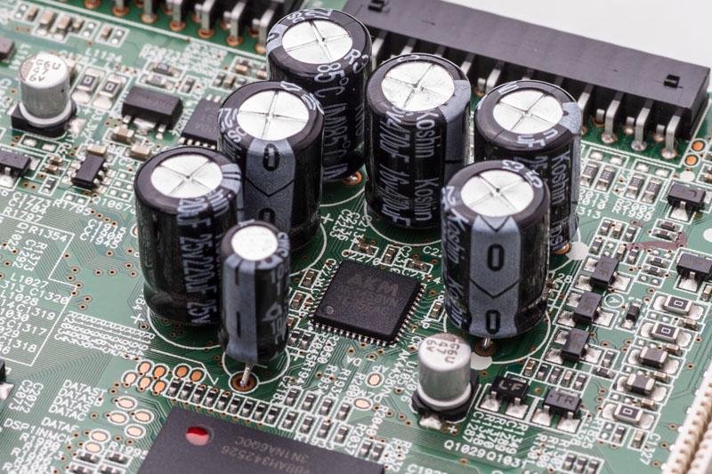 旭化成エレクトロニクス製の32bit/8ch DAC「AK4458VN」を新たに搭載